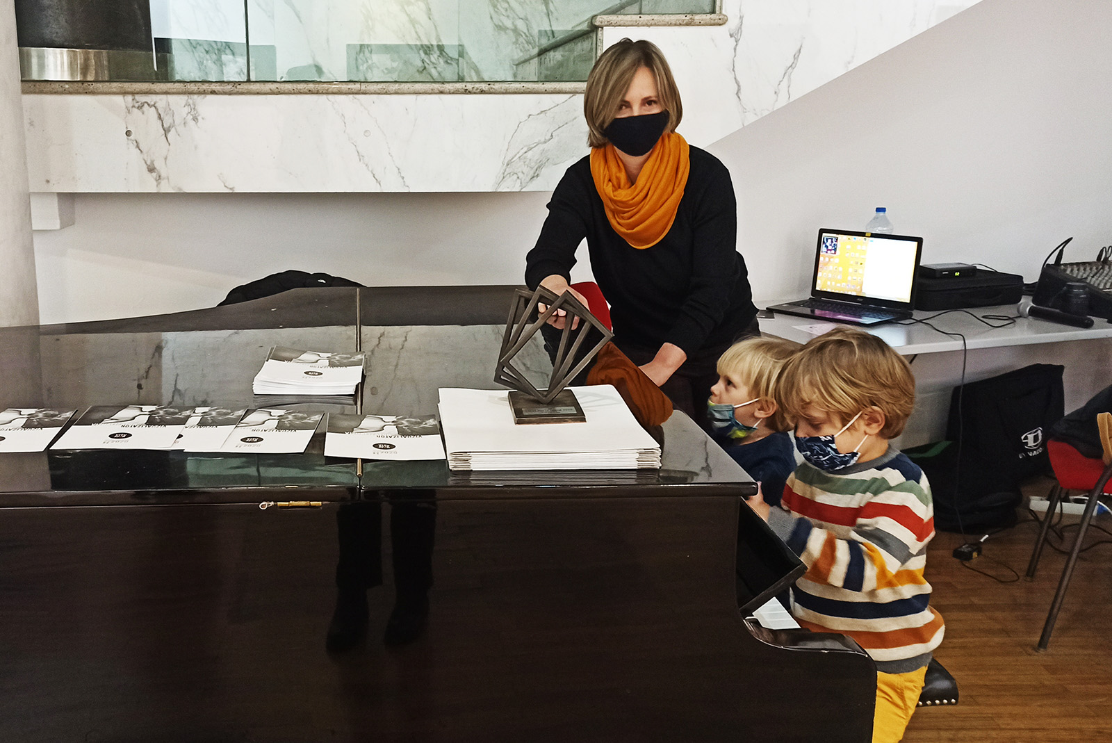 Sanja Knezevic photographer with her sons at press photo srbija serbia